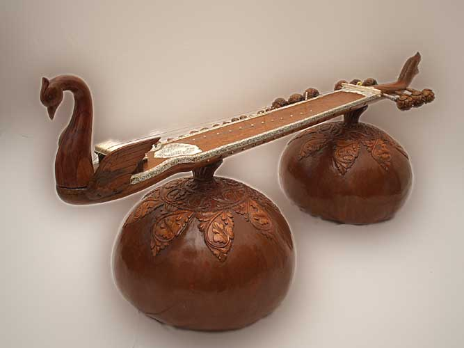 La musique classique Indienne Vichitra_vina3_gross